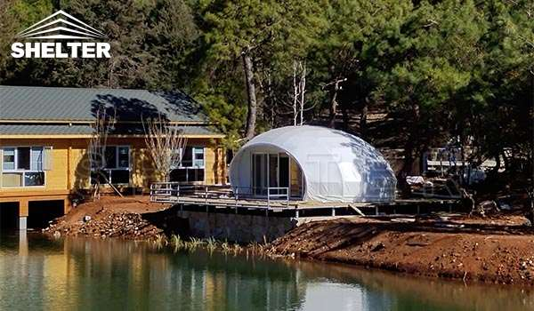 glamping pod hotel for outdoor accommodation-deluxe tent hotel in lakeside campsite-waterdrop pod dome living-glitzcamp (1)